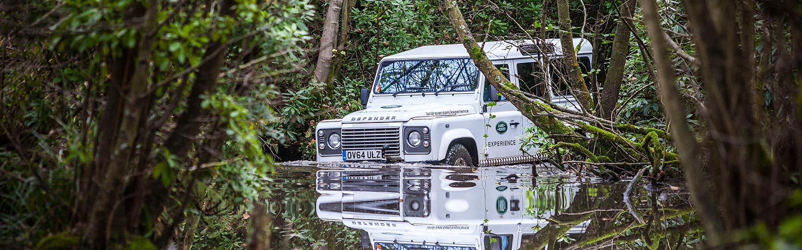 LEARN ADVANCED TECHNIQUES AND PRACTICAL TIPS IN THE LAND ROVER DEFENDER.<br><br>